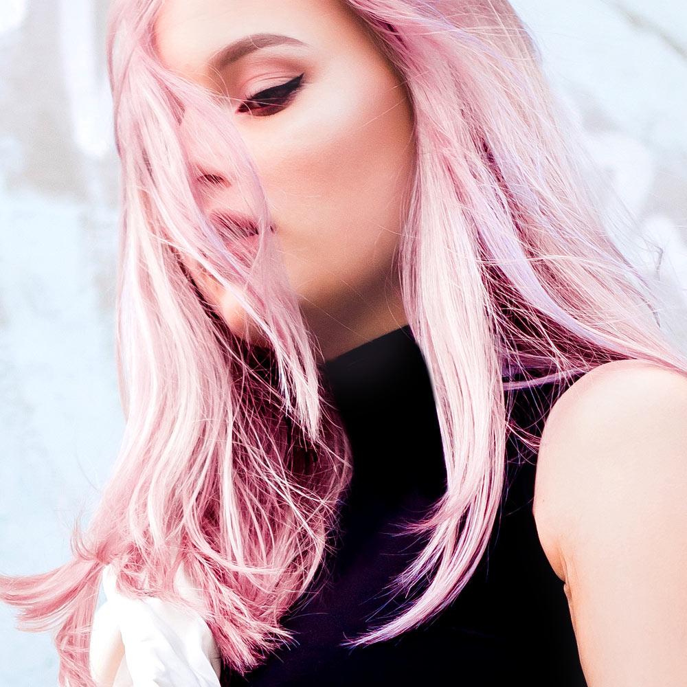 Modella capelli lunghi rosa | Kléral System